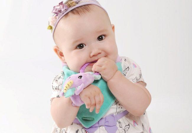 Bavoir-bandana-unice-licorne-avec-fille-6
