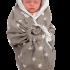 Couverture-emmaillotage-grise-snugglebundl-avec-bébé