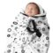 Couverture-emmaillotage-blanches-motifs-noirs-snugglebundl