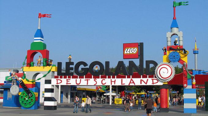 800px Legoland De Entrance