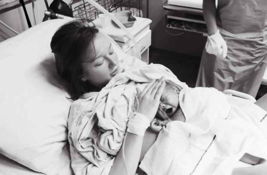 accouchement bébé femme hôpital périnée