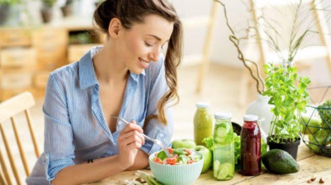 Femme Manger Nourriture Aliment Salade Sain ECC81quilibreCC81